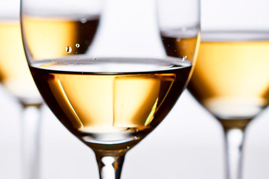 С какими продуктами сочетается белое вино